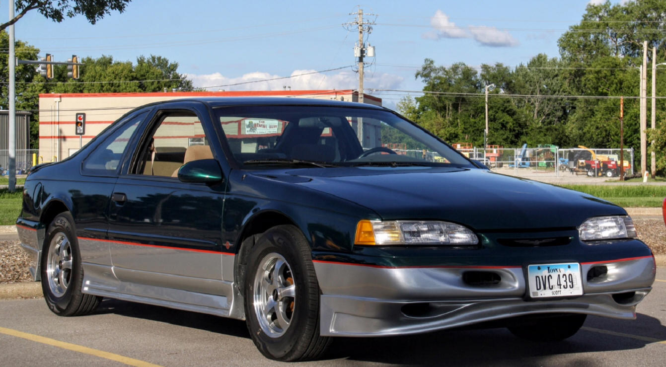 Les and Cindy Swanson's 1995 Ford Thunderbird
